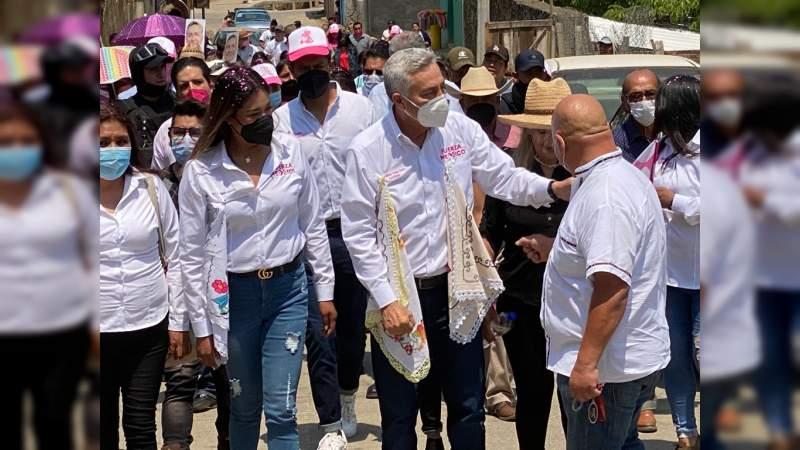 Realiza Cristóbal Arias gira en la región de Uruapan, Michoacán