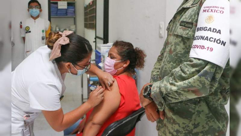 Asegura AMLO que vacunación anticovid a maestros avanza por buen camino