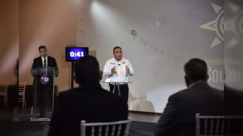 Con propuestas Carlos Quintana gana debate