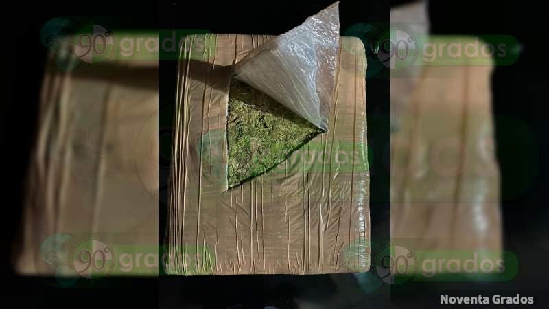 Detienen a dos en posesión de 20 kilos de marihuana en Zitácuaro, Michoacán