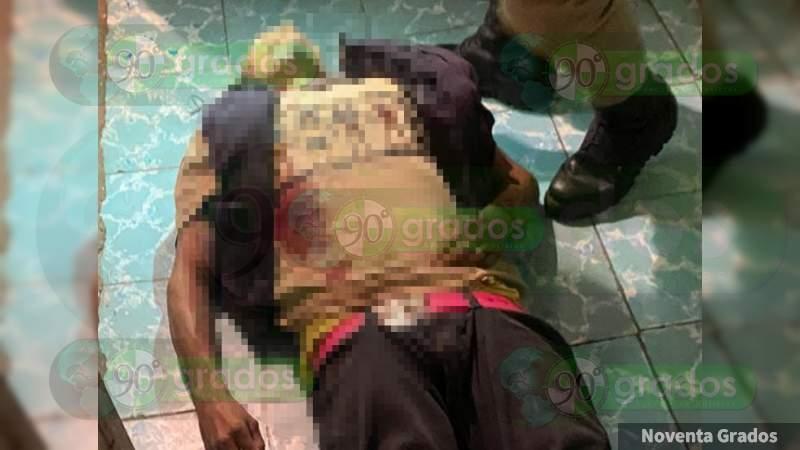 Asesinan a tiros a un hombre a la entrada de su casa en Zamora, Michoacán