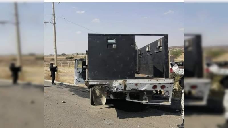 Chocan cárteles de Jalisco y Sinaloa en Teocaltiche: Abandonan un cuerpo, camionetas blindadas y granadas