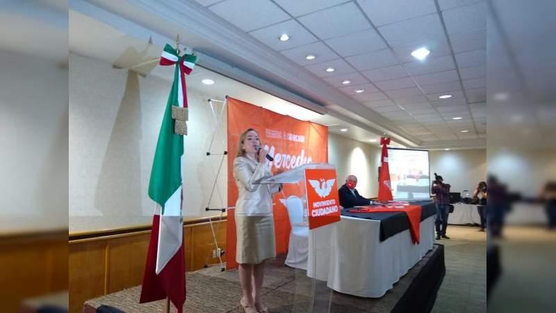 Mercedes Calderón pidió a sus contrincantes no usar la lucha por la democracia como una bandera política