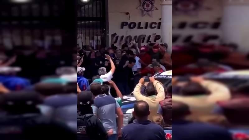 A huevazos corren al Alcalde, Secretario y funcionarios de Jiquilpan, acusados de despilfarro de recursos