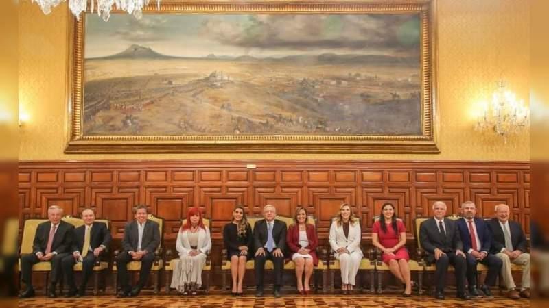 Recibe López Obrador en Palacio Nacional a gobernadores electos de Morena