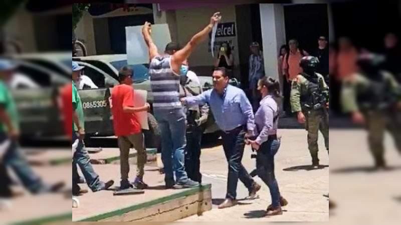 Silvano Aureoles, el peor gobernador de México: Encuesta; él pasea su banquito mientras 9 de cada 10 viven con miedo en Michoacán