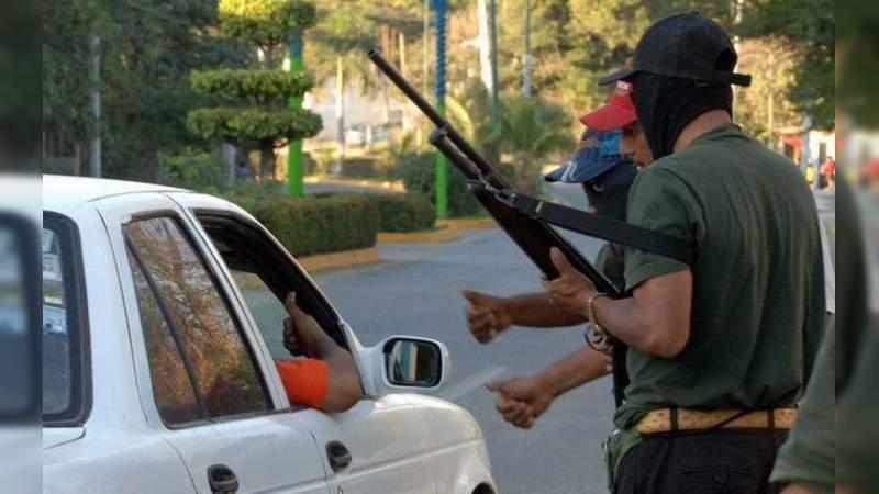 Criminales instalan retén para extorsionar conductores en la carretera Apatzingán - Buenavista