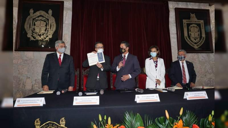 Presenta magistrado del Poder Judicial Federal libro en la UMSNH
