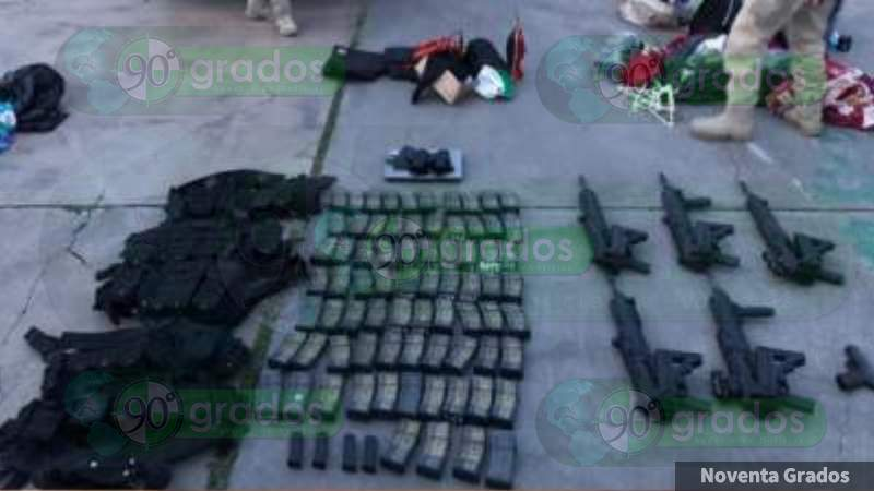"""En Michoacán, Guanajuato y Sinaloa, delincuentes presumen el fusil FX-05 """"Xiuhcóatl"""", fabricado por la Sedena para el combate al crimen"""