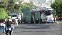 Normalistas retienen unidades en el Libramiento de Morelia