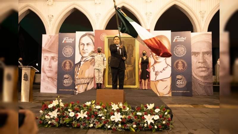 ¡Viva la Transformación de Uruapan!; afirmó Nacho Campos al dar el grito de Independencia