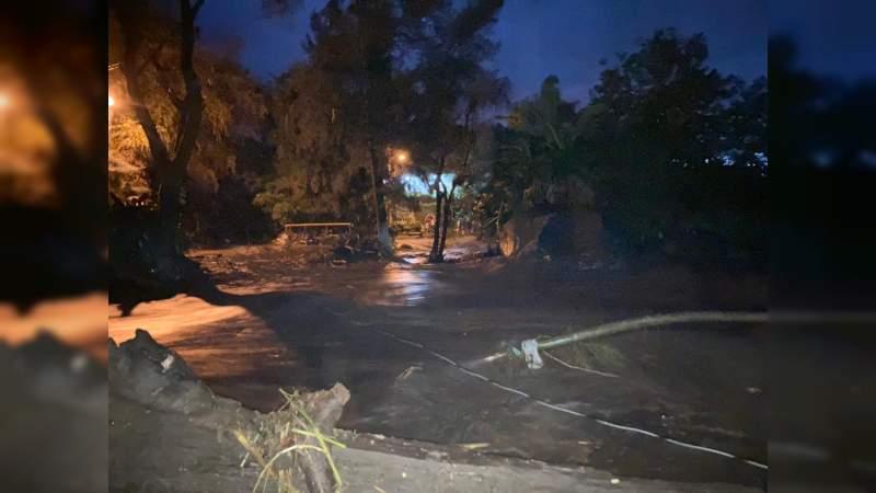 Fuertes lluvias provocan desbordamiento de río en Peribán