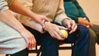 Salud cerebral de los viejitos se afecta por inactividad social; UNAM