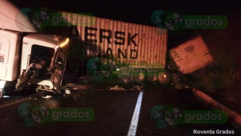 Choca tráiler en la autopista Morelia-Lázaro Cárdenas