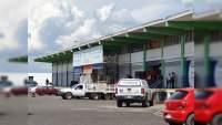 """Acribillan a balazos a padre e hijo en mercado """"megabastos"""" de Zamora, Michoacán"""