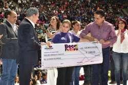 Gobierno michoacano pretende apoyar a los jóvenes para que no abandonen sus estudios