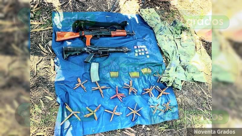 En Jacona, Michoacán, destruyen campamento y aseguran armas largas, droga y una moto robada