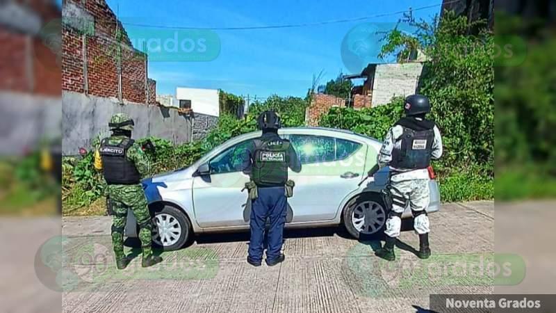 Aseguran auto con reporte de robo en col. Cerrito de la Cruz en Jacona, Michoacán