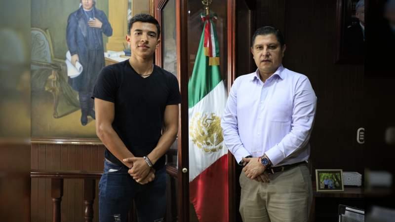 Atleta de alto rendimiento becado por el Gobierno de Uruapan