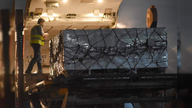 Llegan a México más de 500 mil dosis de vacuna Sputnik V contra Covid-19