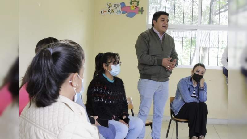 """Realizan rehabilitación y limpieza de Jardín de Niños """"Carlos Barajas"""" en Pátzcuaro"""