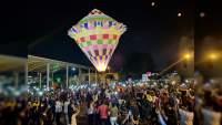 Surcan y embellecen con globos de cantoya los cielos de Uruapan, Michoacán