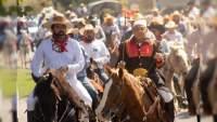 Revelan busto en reconocimiento a fundador de la Cabalgata Morelos en Apatzingán
