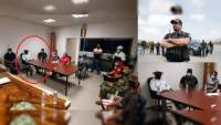 """Grupo armado del """"Teto"""" asume la seguridad en Coahuayana: Se sienta a la izquierda del Alcalde en reunión oficial; aseguran que él lo impuso"""