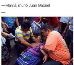 Usuarios de internet desatan los memes ante la muerte de Juan Gabriel