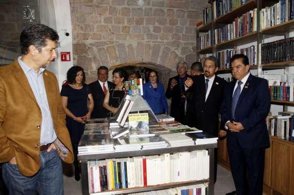 Inauguran nueva librer a universitaria de la umsnh en for Libreria universitaria