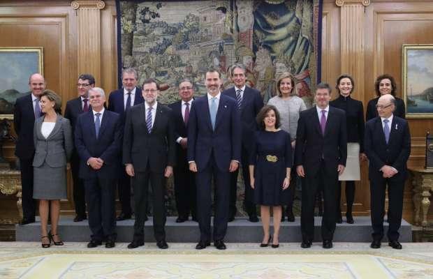 Juran los trece ministros del nuevo gobierno de rajoy for Ministros del gobierno