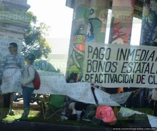 Tras disturbios, continúa CNTE y normalistas extendiendo manifestaciones en Michoacán