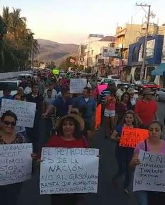Pese a la zozobra en Apatzingán, si hay gasolina