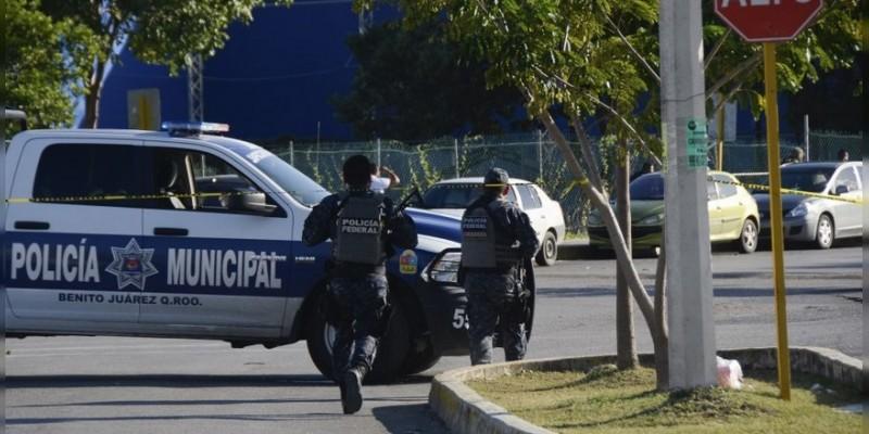 Confirman tres muertos tras balacera a Fiscalía y C4 en Cancún