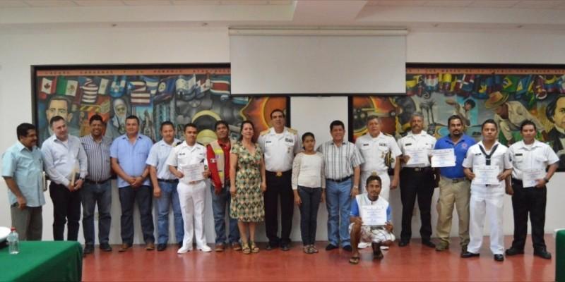 Reconocen a personal de la Marina y Protección Civil por rescatar a menor en Lázaro Cárdenas