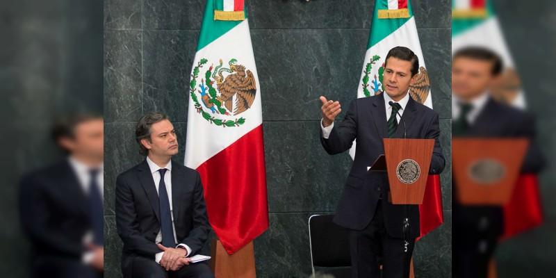 Peña Nieto anuncia programa de revalidación de estudios en extranjero