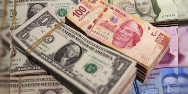 Dólar cierra en 21.16 pesos en bancos