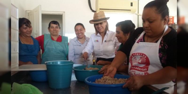 Brinda Sedrua asistencia técnica a familias de pescadores