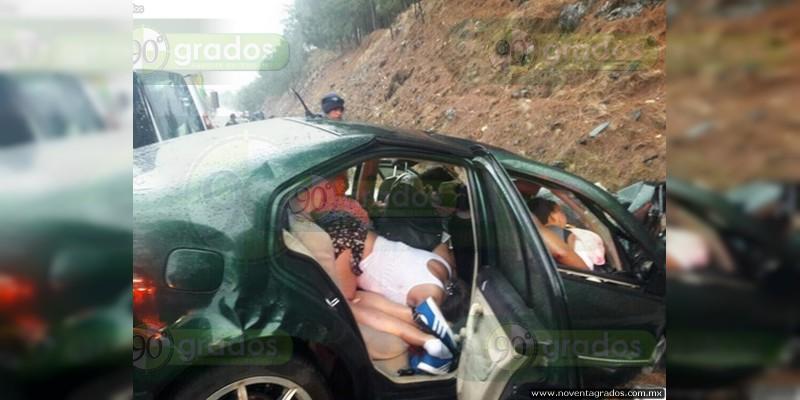 Michoacán: Ocho muertos, deja trágico accidente sobre Siglo XXI