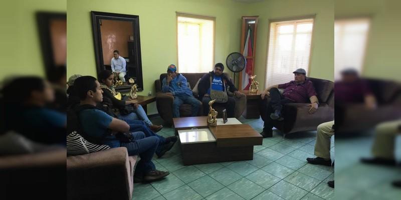 Raúl Prieto apoya a pescadores de Cuitzeo en realización de feria