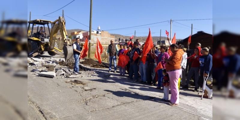 Rehabilitan colector de drenaje en Itzícuaro