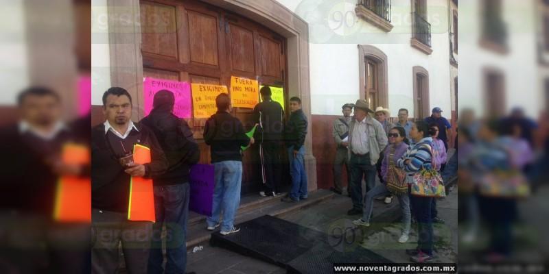 Trabajadores del Telebachillerato toman oficinas recaudadoras en Michoacán