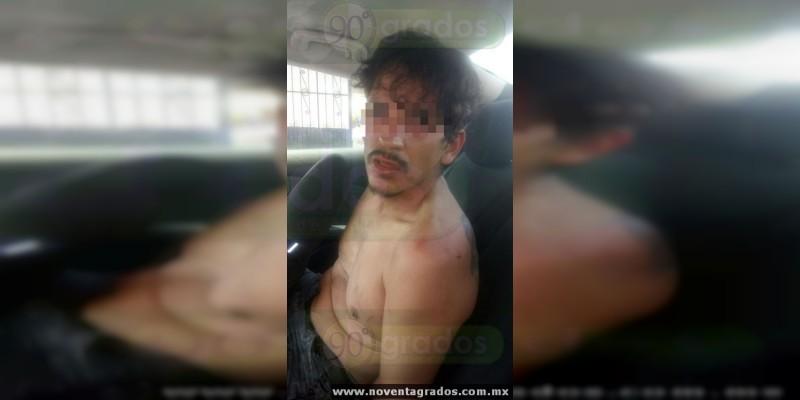 Vecinos frustran intento de secuestro en Morelia; detienen a un hombre y aseguran un arma