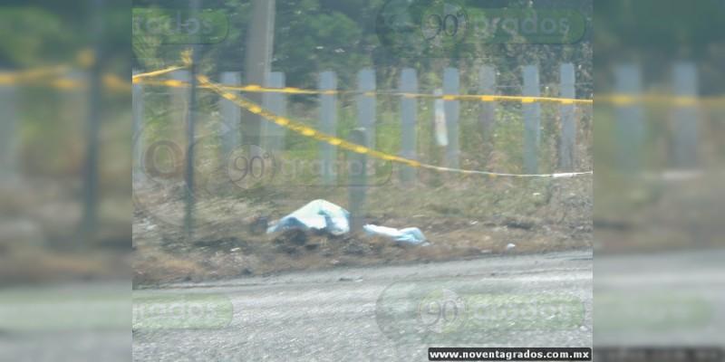 Localizan cadáver maniatado afuera de una empacadora en Múgica, Michoacán