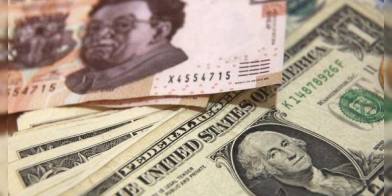 Dólar cierra en 19.04 pesos en bancos