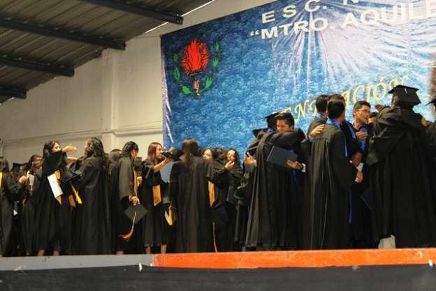 Egresan 108 maestros de la Escuela Normal de Maravatío, Michoacán