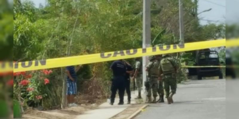 Encobijado y con mensaje, hallan cadáver en Lázaro Cárdenas