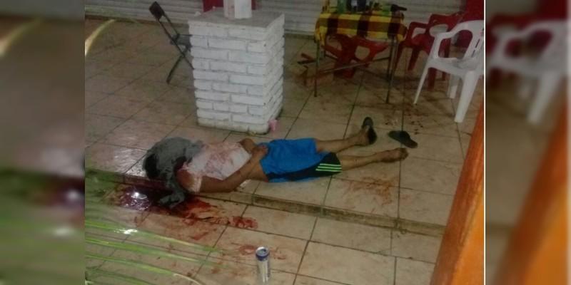 Asesinan a persona dentro de bar en Apatzingán