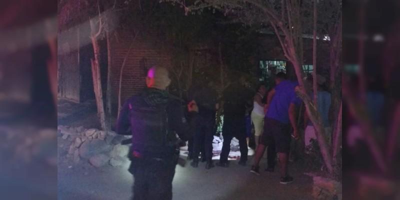 Desde vehículo, asesinan a sujeto en Apatzingán