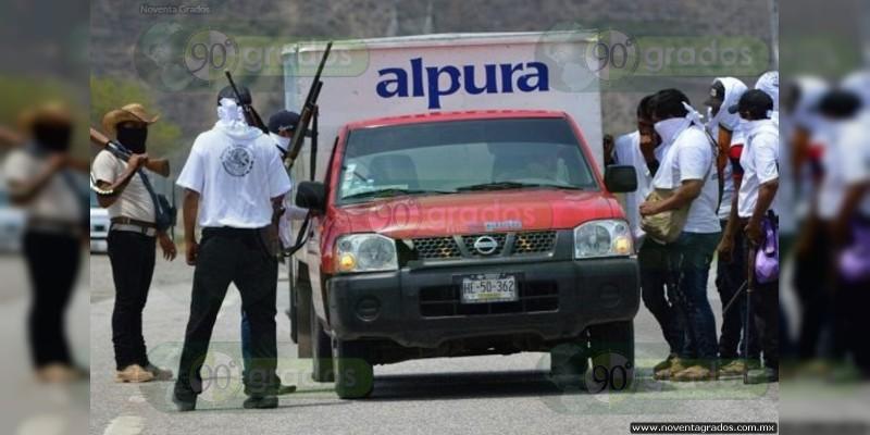 Se levantan en armas habitantes de Guerrero ante el crimen organizado